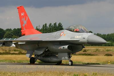 RDAF_F-16AM_E-195_Esk-726_EBBL_20050720_IMG_1795_WVB_1200px