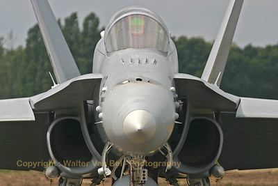 SwissAF_FA-18C_Hornet_J-5008_close-up_EBBL_20050720_IMG_1784_WVB_1200px