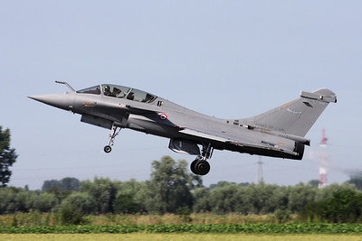 The French Air Force demo-Rafale B (336; 113-IK) takes off for its display-routine during the Koksijde Air Show 2009.