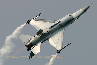 BAF_F-16AM_FA-131_EBFN_20060701_CRW_5430_RT8_WVB_1200px