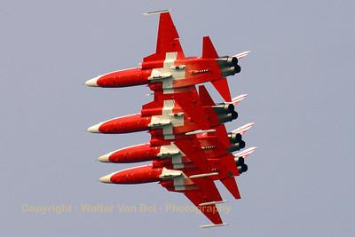 SwissAF_Patrouille-Swiss_F-5E_4x_J-3086_EBFN_20060701_CRW_5462_RT8_WVB_1024px