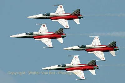 Patrouille Swiss - in Diamond Four formation - during the Koksijde Air Show 2006 (J-3086, cn L1086/1183).