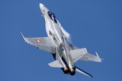 SwissAF_FA-18C_Hornet_J-5017_EBFN_20110705_IMG_31697_WVB_1400px
