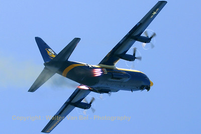 USMarines_Fat-Albert_C-130T_164763_EHLW_20060617_CRW_4832_RT8_WVB_1200px