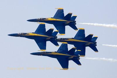 USNavy_Blue-Angels_F-18A_4x_161967_EHLW_20060617_CRW_4858_RT8_WVB_1200px