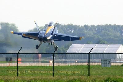 USNavy_Blue-Angels_F-18B_161943_EHLW_20060612_CRW_4726_RT8_WVB_1200px