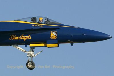 USNavy_Blue-Angels_F-18A_161948_EHLW_20060612_CRW_4712_RT8_WVB_1024px_extraUSMv3