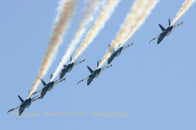 USNavy_Blue-Angels_6x_F-18A_161967_EHLW_20060612_CRW_4704_RT8_WVB_1200px