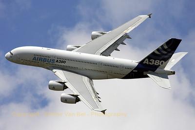 Airbus-Industrie_A380-841_F-WWDD_cn004_LFPB_20090619_IMG_8151_WVB_1200px_ed2
