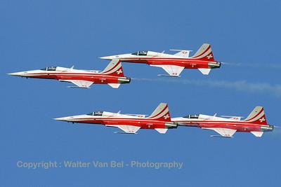 SwissAF_Patrouille-Swiss_F-5E_4x_J-3085_EBLE_20090920_IMG_17462_WVB