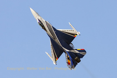 "The Belgian Air Force ""Solo Display"" F-16AM (FA-84) going through its paces during Sanicole's 2012-Airshow."