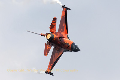 "The Royal Netherlands Air Force demo-F16 - ""Orange Lion"" - in action in the skies above Leopoldsburg (EBLE) during the 2012 Sanicole Airshow."