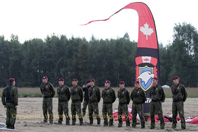 """Canadian paratroopers """"Skyhawks"""" at Sanicole's Sunset-Airshow."""