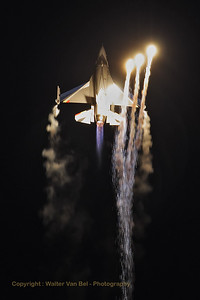 """The Belgian Air Force """"Solo Display"""" F-16AM (FA-84) going through its paces during Sanicole's Sunset-Airshow."""