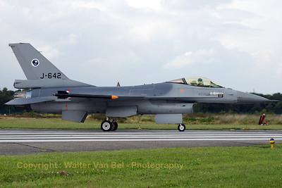 RNLAF_F-16AM_J-642_6D-74_EBBL_20080718_CRW_11329_WVB_1200px