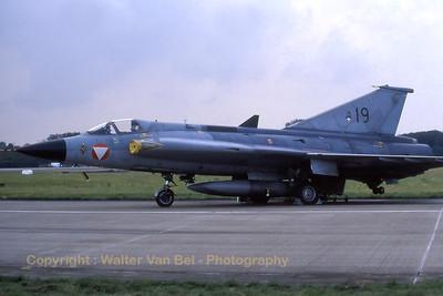 AustrianAF_J35OEmkII_19_FlRg2-2_EHVK_SEPT2000_scan20070426_WVB_1200px