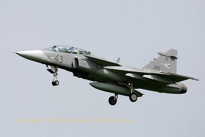 HuAF_Gripen_JAS39D_43_MH59-SzD_cn39_3852_EHVK_20070614_CRW_8277_RT8_WVB_1200px