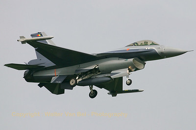 Very nice new c/s for the demo aircraft of the Belgian Air Component, here on approach to Volkel (RWY06L).
