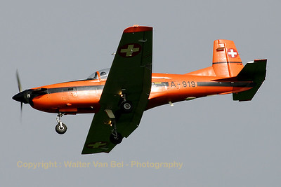 Swiss PC-7 on final for RWY24R @ Volkel.