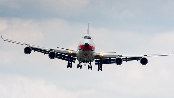 B747 turning towards runway