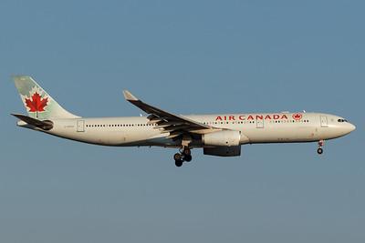 Air Canada A330-300 (C-GHKW)-2