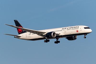 Air Canada B787-9 (C-FVNB)