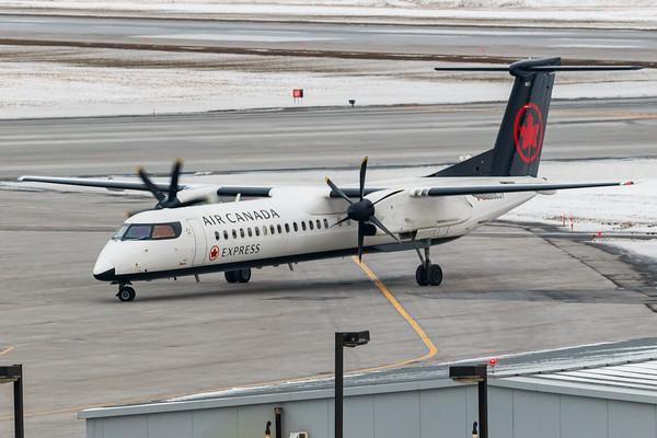 Air Canada Express Dash 8-400 (C-GGOY)-2