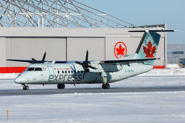 Air Canada Express Dash 8-400 (C-GKTA)