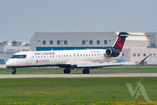 Air Canada Express CRJ-900 (C-FLJZ)