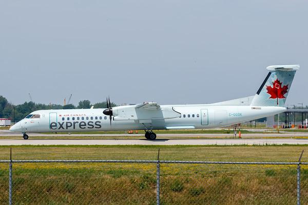 Air Canada Express Dash 8-400 (C-GGOK)_A0084
