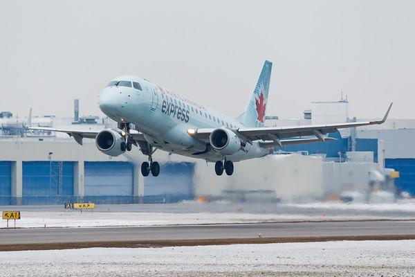 Air Canada Express EMB-175 (C-FUJA)