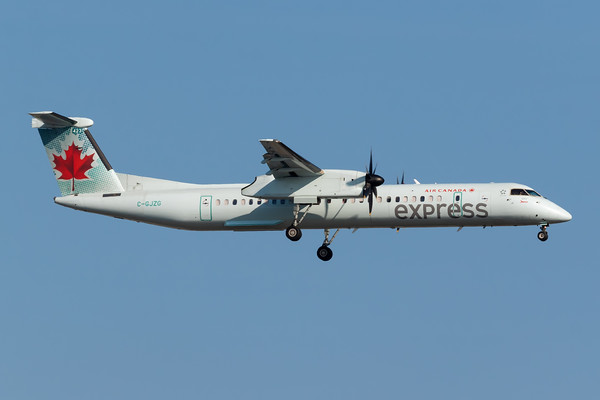 Air Canada Express Dash 8-400 (C-GJZG)