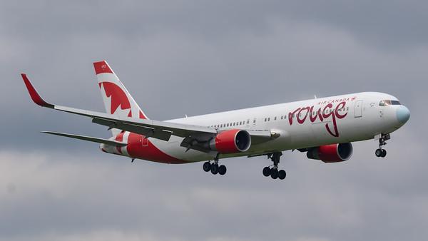 Air Canada Rouge B767-300 (C-GHPN)_1