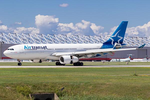 Air Transat A330-200 (C-GTSZ)_Lufthansa A350-900 (D-AIXE)_A0085