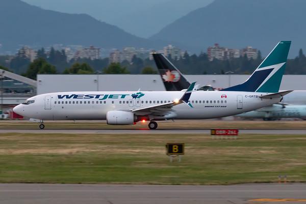WestJet B737-800 (C-GRTB)-5