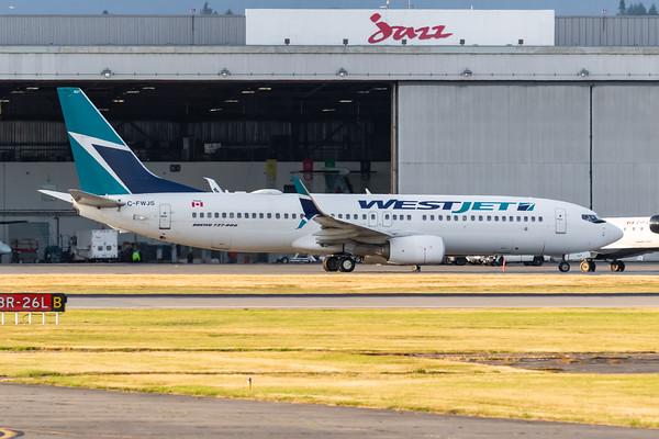 WestJet B737-800 (C-FWJS)