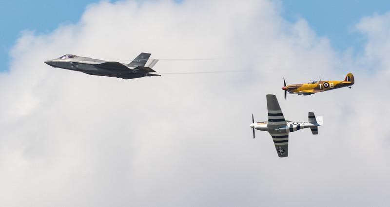 USAF Heritage Flight - F35A - P51 - RIAT - RAF Fairford (July 2018)