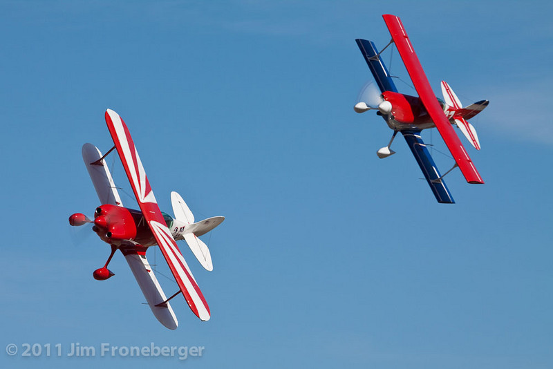 Norman Way and Dennis Vest race in a Biplane heat race on Thursday (photo by Jim Froneberger)