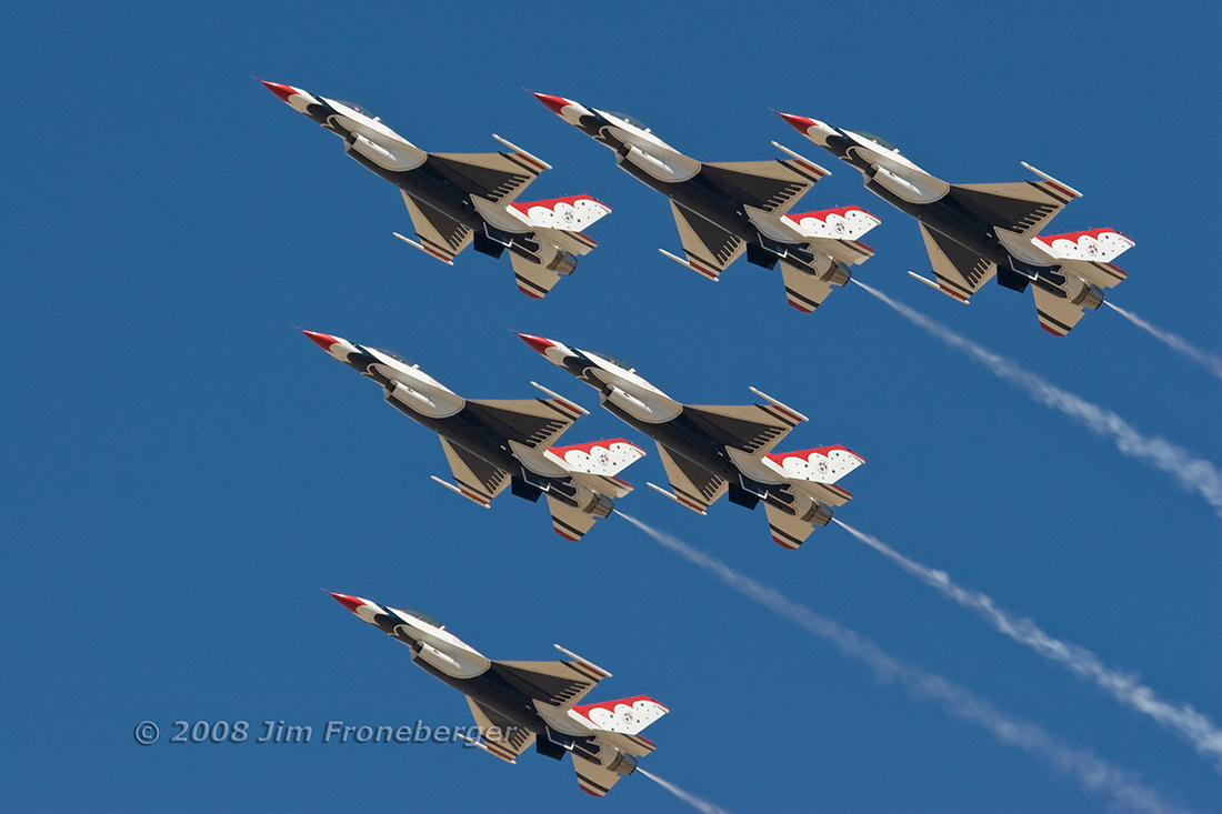 The USAF Thunderbirds delta formation