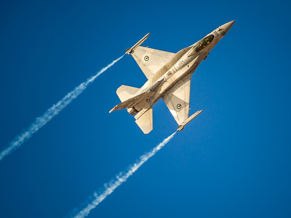 F16 Fighting Falcon of the UAE Air Force Al Ain Air Championships  held in UAE on 17-19 December, 2015. Photo by: Stephen Hindley©