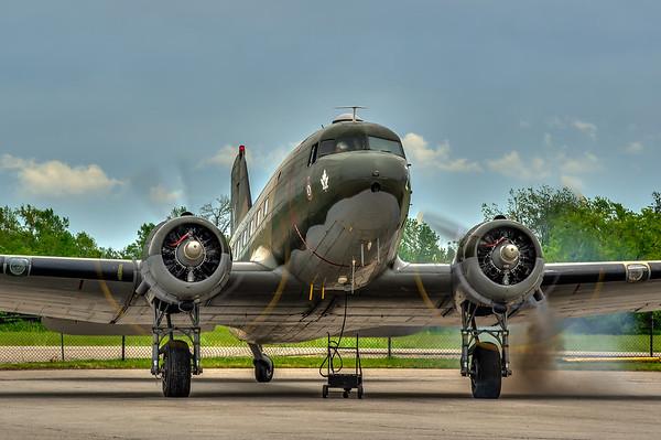 Douglas DC-3 Dakota starting up