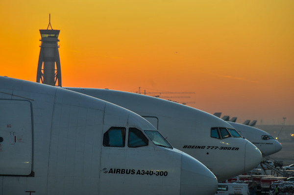 Dawn on the Charlie Stands in Dubai.   Photo by: Stephen Hindley ©