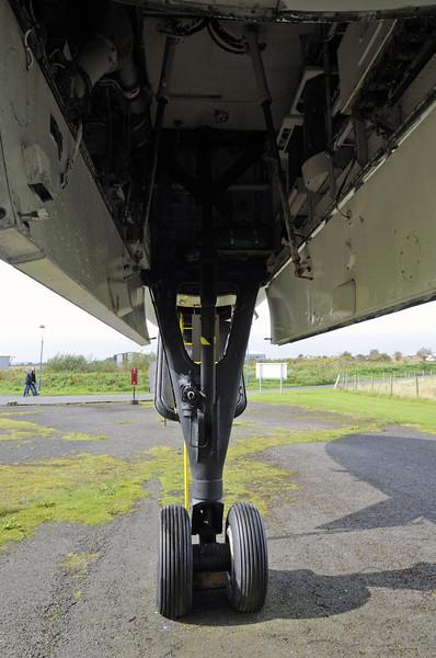 Avro Vulcan B2 XJ823, Solway Aviation Museum, Carlisle airport, Sat 15 September 2012 8.  Forward undercarriage, looking forward.