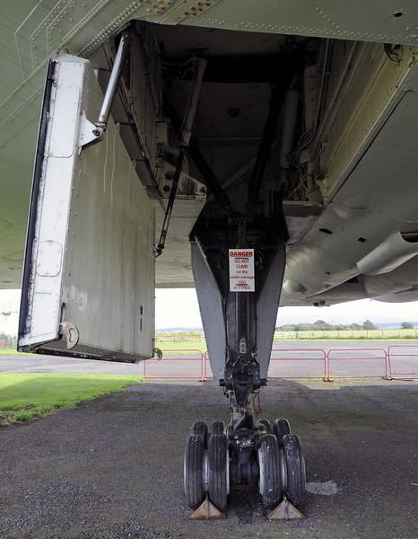 Avro Vulcan B2 XJ823, Solway Aviation Museum, Carlisle airport, Sat 15 September 2012 7.  Port undercarraige, looking forward.