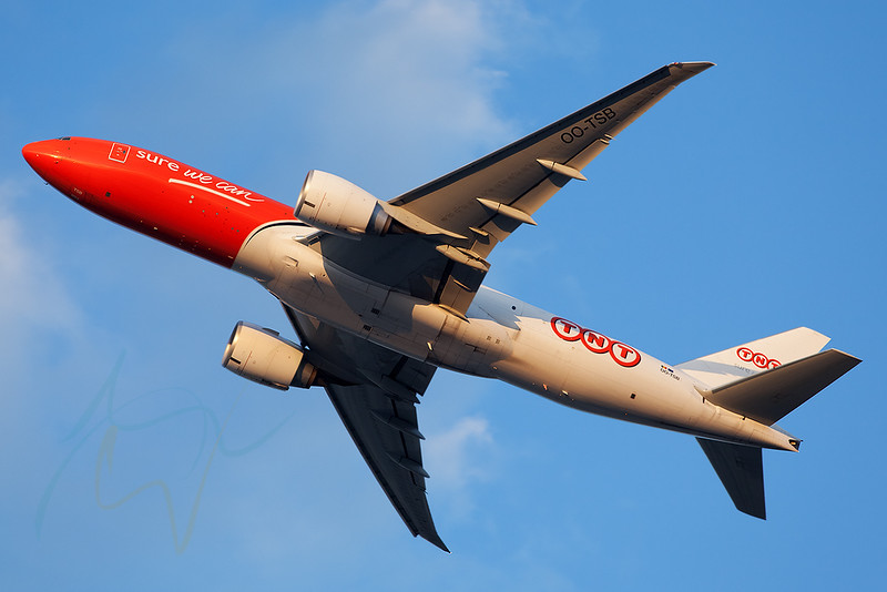 OO-TSB departing DXB minutes before sunset.
