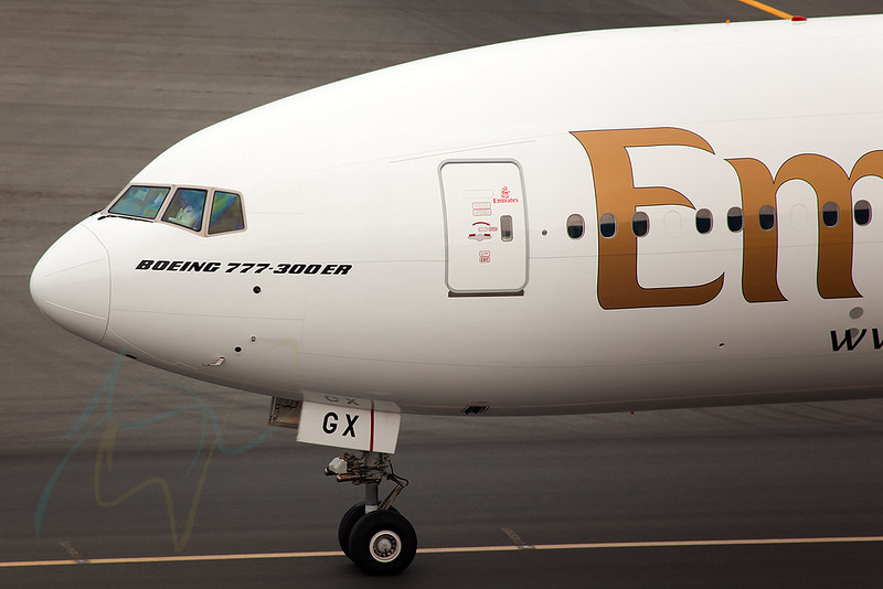 EK433 (A6-EGX) is taxing to gate B22 after arriving from BNE via SIN under control of Capt GB.