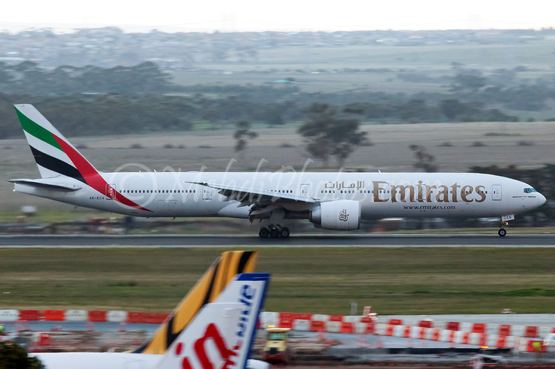 EK404 (A6-ECG) landing on RWY34.
