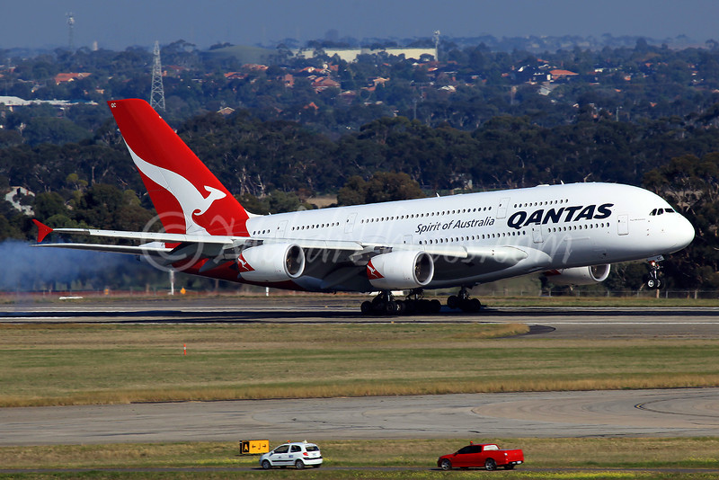 QF93, VH-OQC, arriving on RWY34 after early morning diversion to SYD due to fog.