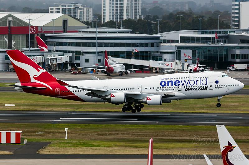 QF Oneworld B744ER VH-OEF