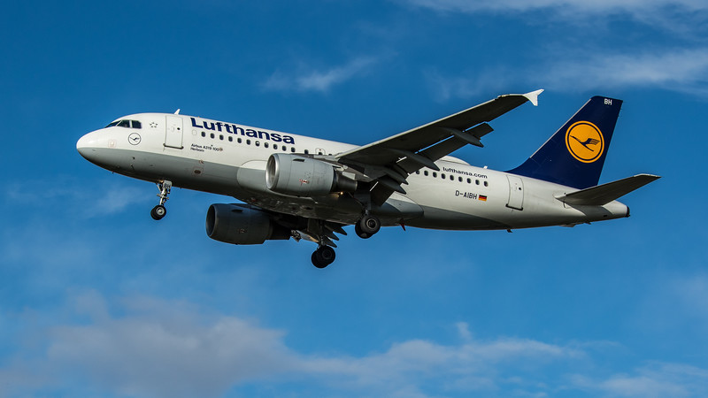 Lufthansa - Airbus A319-112 (D-AIBH) - Heathrow Airport (February 2020)